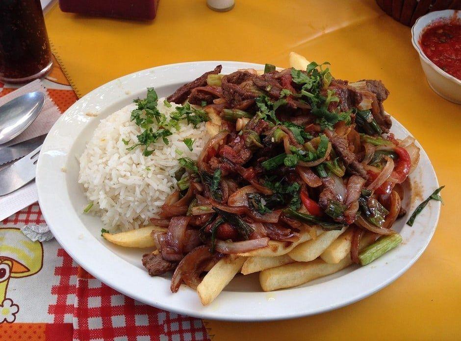 Lomo saltado platos típicos del perú