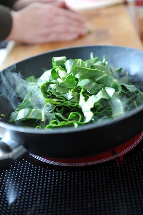¿Cómo cocinar acelgas? Tipos de cocción y recetas